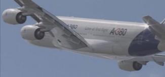 Beautiful Video – Airbus A380 Flight Display Paris 2011