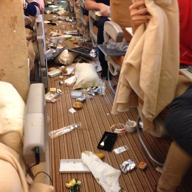 SQ308 cabin mess after turbulence