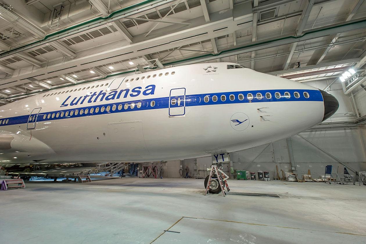 Lufthansa Boeing 747-8 retro livery