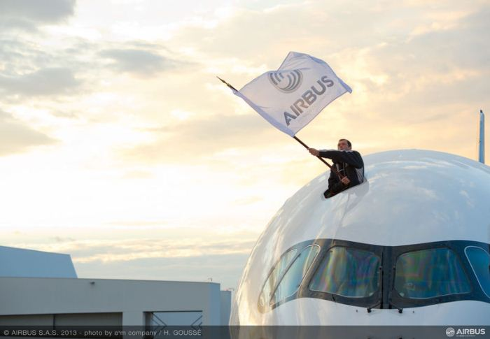 A350_XWB_First_Flight_Airbus_Flag