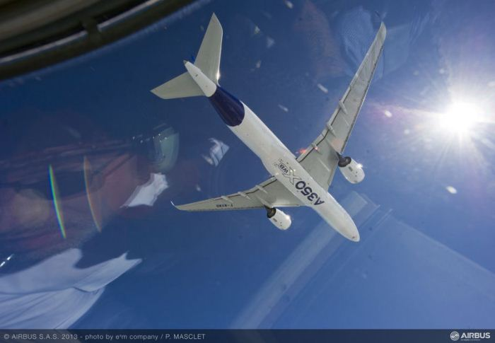 A350_XWB_air_to_air_first_flight