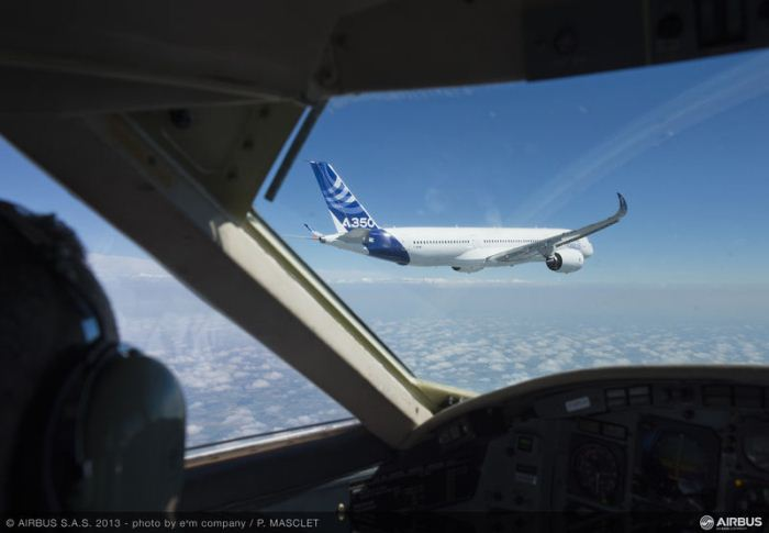 A350_XWB_air_to_air_first_flight4