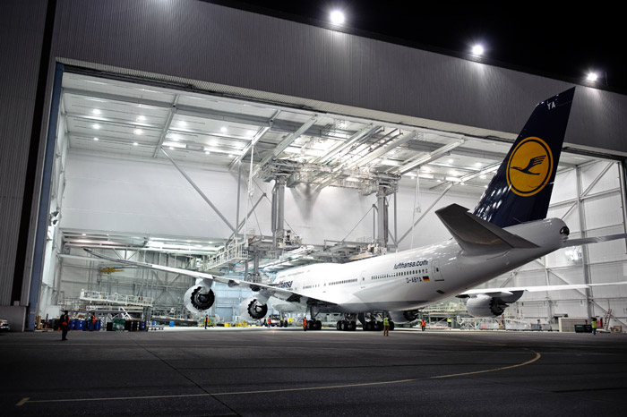 Lufthansa Boeing 747-8 Intercontinental Painting Hangar