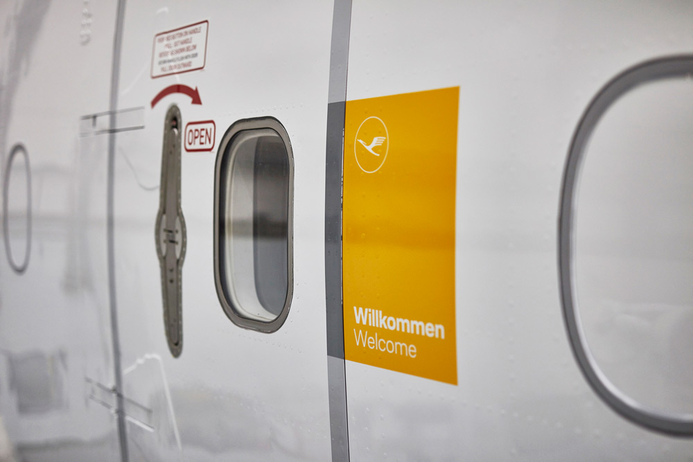 Lufthansa-Yellow-Welcome-Panel
