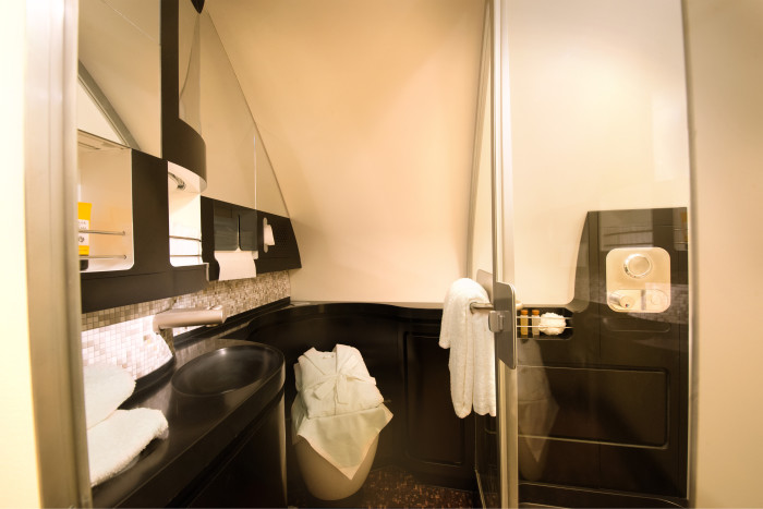 etihad-residence-bathroom